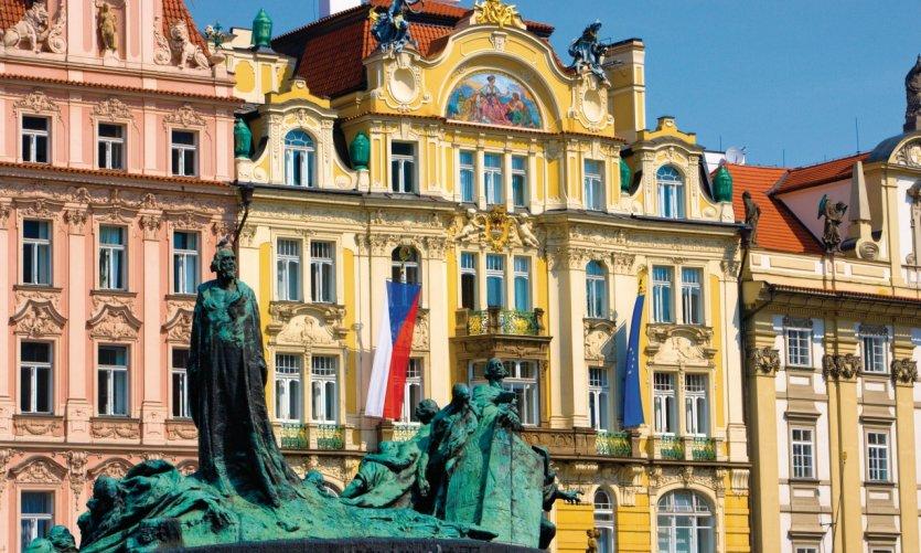 Place de la Vieille Ville (Staroměstské Náměstí), mémorial Jan Hus.