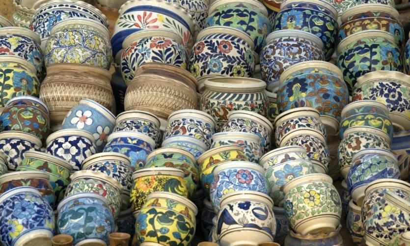 Vente de poteries à New Delhi.