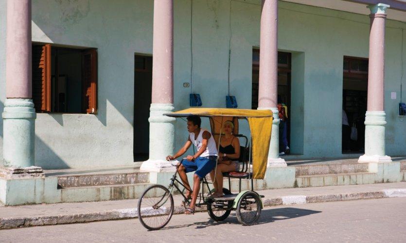 Tricycle dans les rues de Baracoa.