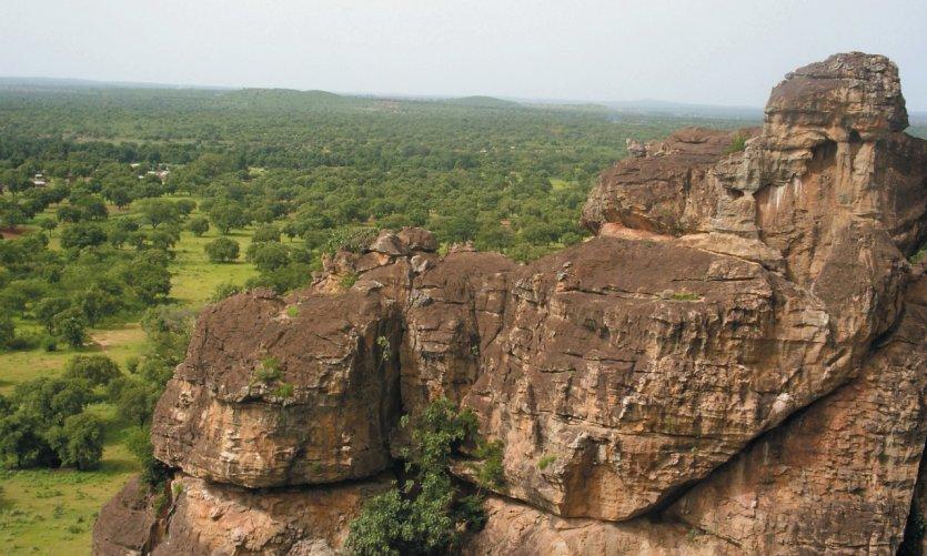 Panorama verdoyant au faîte des grottes de Missirikoro