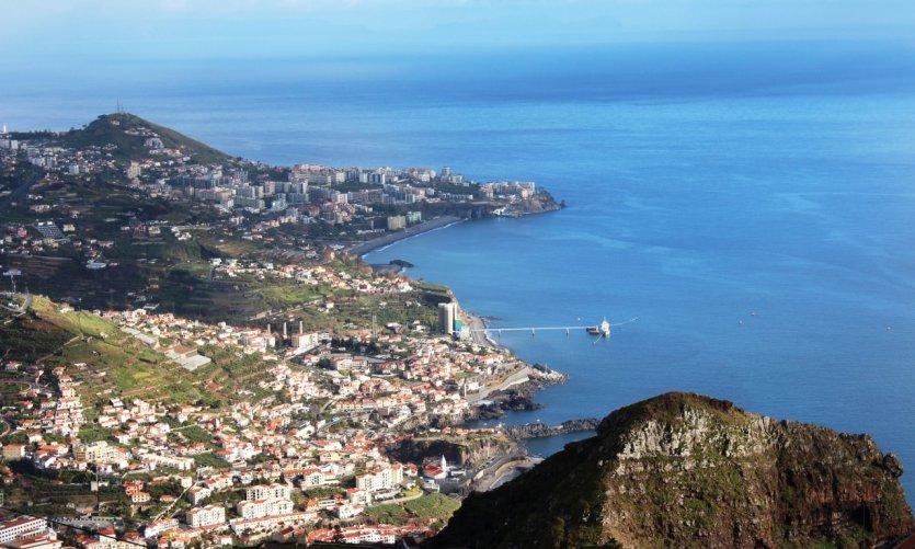 Vue panoramique de Funchal et ses environs.