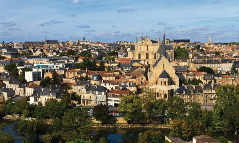 Vue sur la ville de Poitiers depuis Notre-Dame-des-Dunes