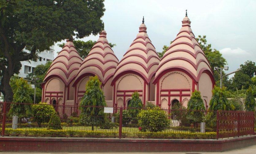 Le temple Dhakeshwari.
