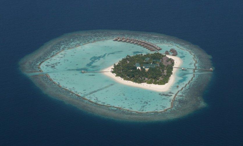 L'île de Vakarufalhi vue du ciel.
