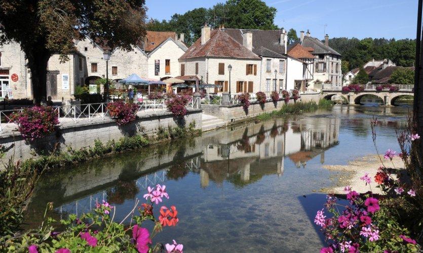 Essoyes - beau village au bord de la rivière Ource