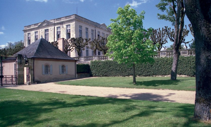 L'entrée du château de Bouges - Bouges-le-Château