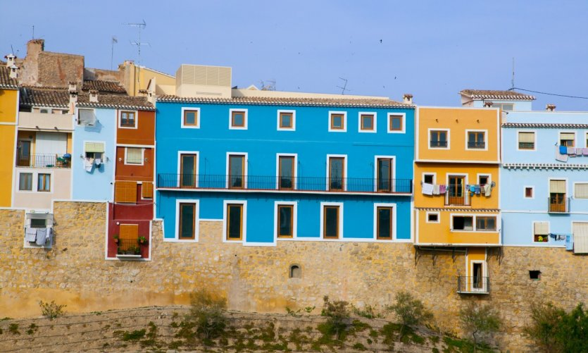 Vue sur les maisons colorées de Villajoyosa.