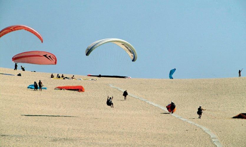 Envol de parapentes depuis la Dune du Pilat