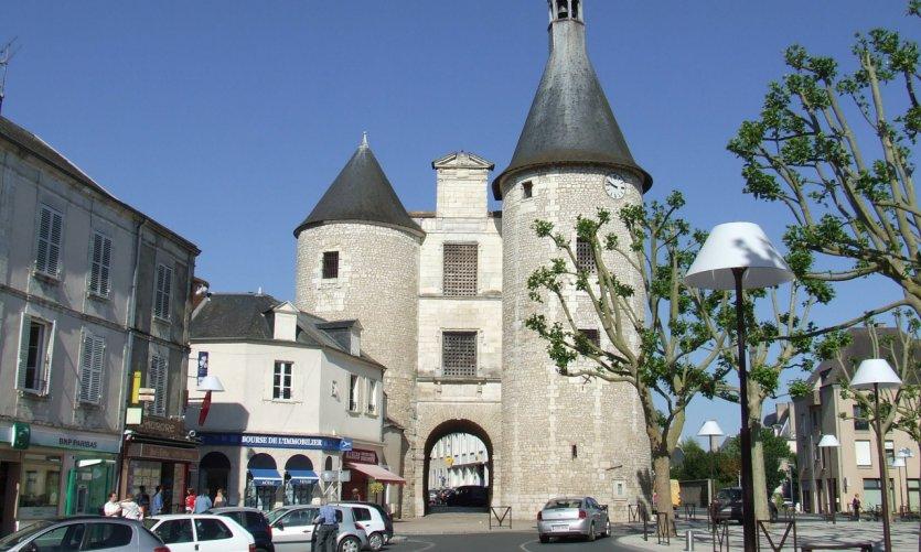 La Porte de l'Horloge à Issoudun.