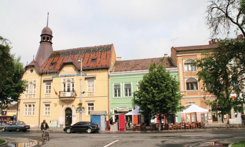 Façades colorées dans le centre-ville de Târgu Mureş.