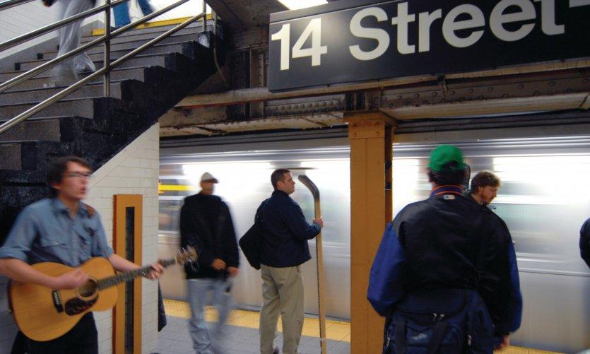 Musicien dans le métro.