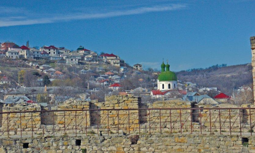 Vue de la colline des tsiganes depuis la forteresse de Soroca.