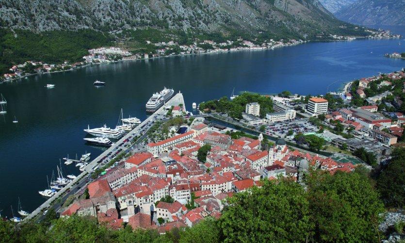 <p>La ville de Kotor vue de la citadelle</p>