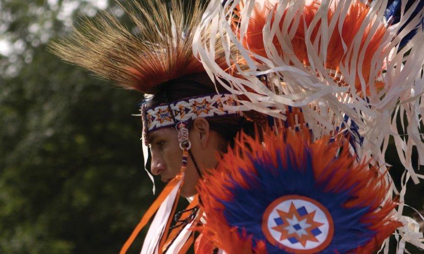 Danse dans un rassemblement pow-wow.