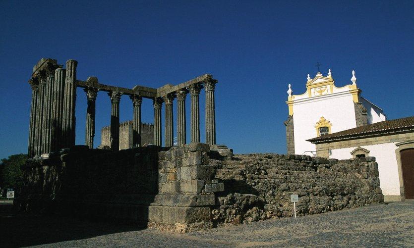 Temple romain d'Évora.