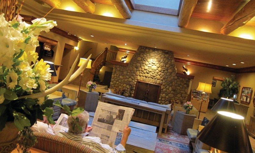 Hall du Caribou Lodge.