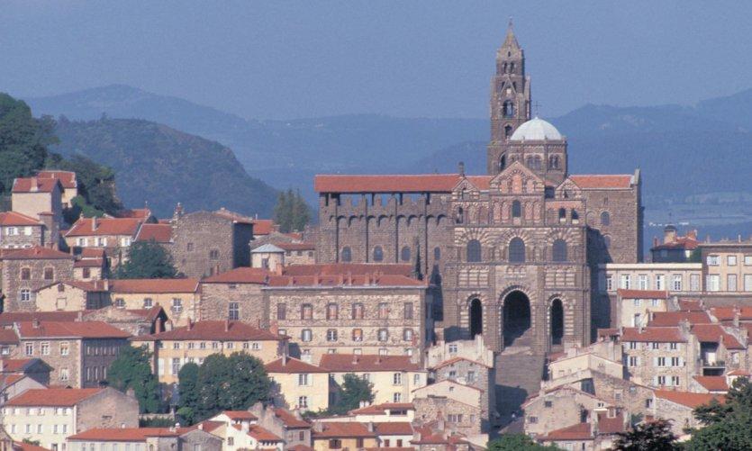 La cathédrale Notre-Dame et les toits du Puy-en-Velay