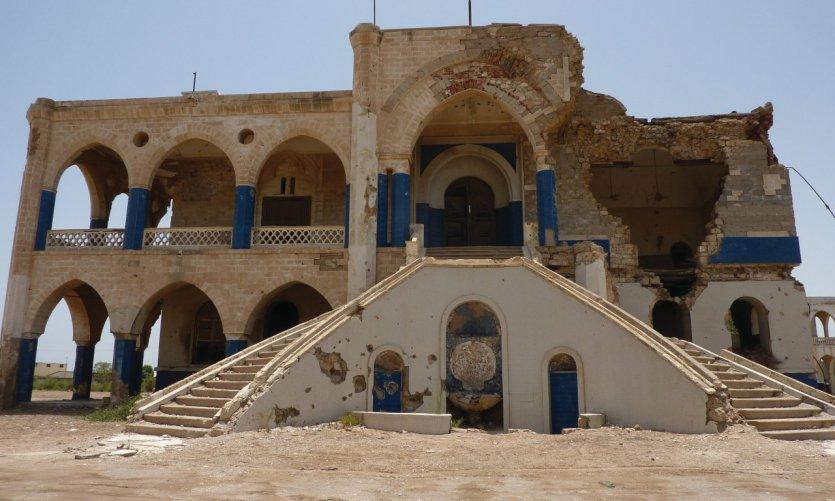 Ancien palais du Gouverneur, du côté de l'entrée principale.
