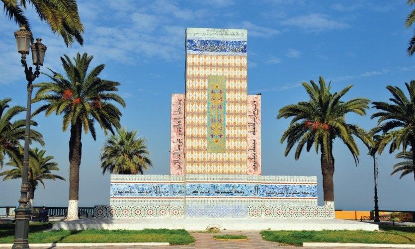 Stèle du Maghreb sur la place Bamako d'Oran.