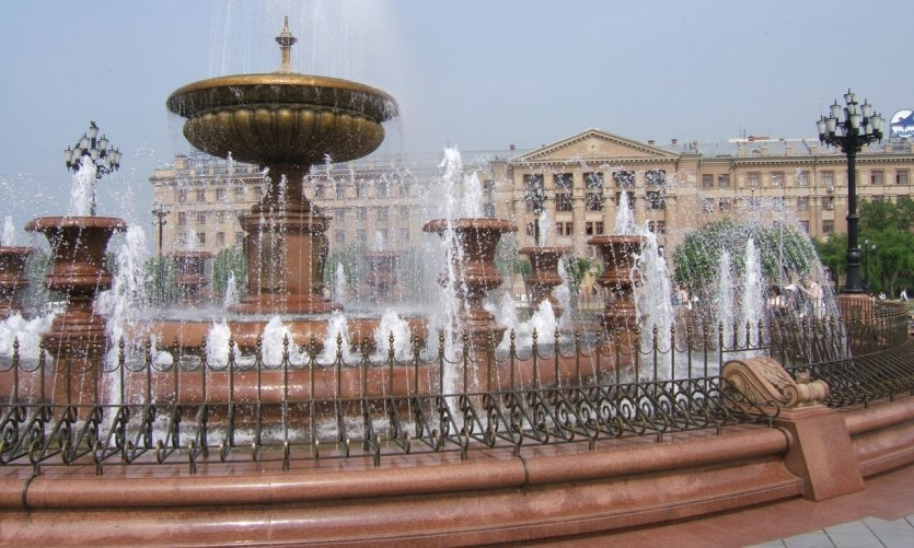La place Lénine et ses fontaines