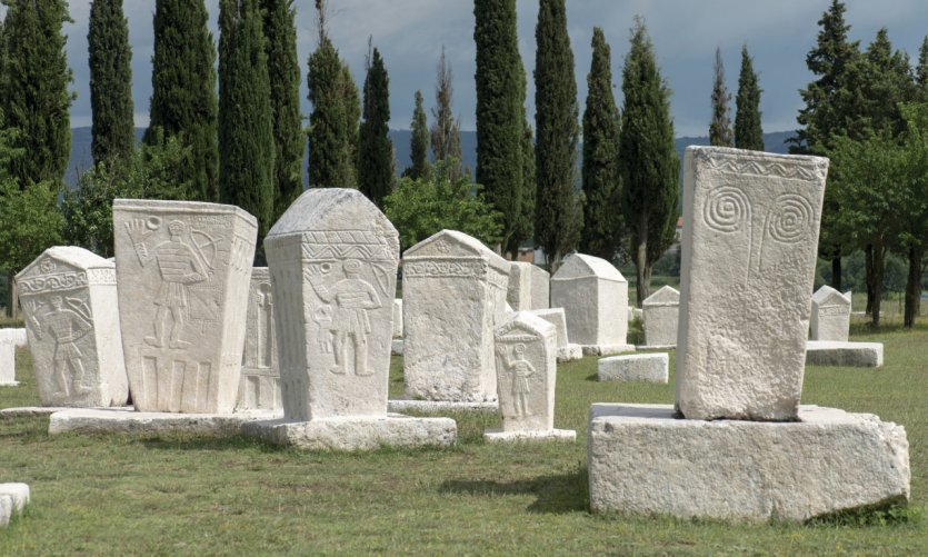 Stećci de la nécropole médiévale de Radimlja, à Stolac.