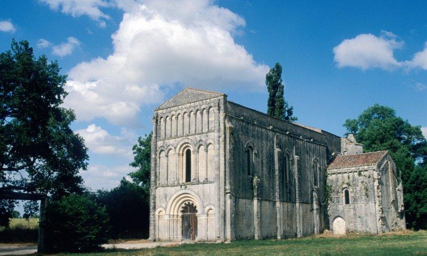 L'abbaye Notre-Dame-de-l'Assomption de Châtre.