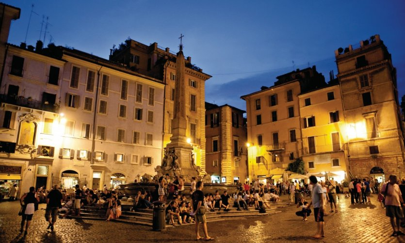 Piazza della Rotonda de nuit.