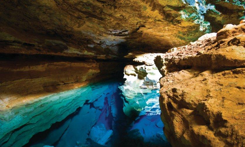 Grotte aux eaux turquoise des Chapada Diamantina.