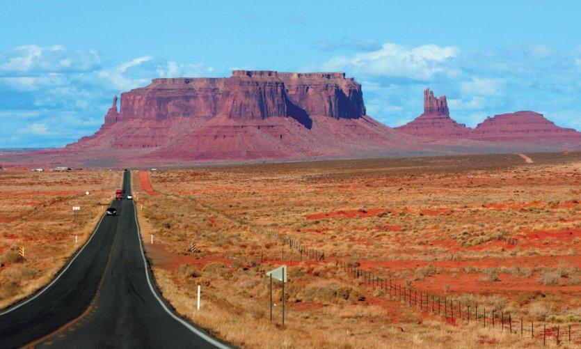 De longues routes et les paysages cultes des fans de western.