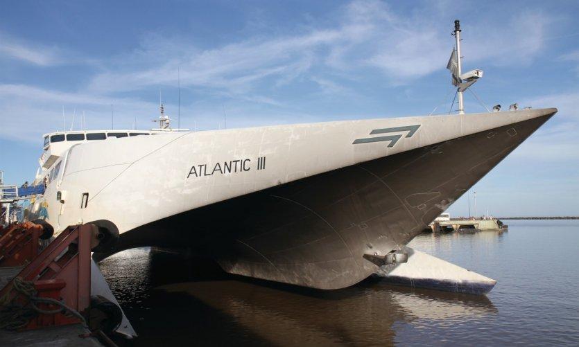 Navire assurant la liaison entre Colonia del Sacramento et Buenos Aires