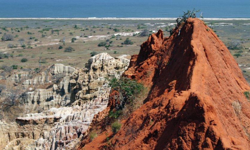 Rochers sur la côte, près de Sangano.