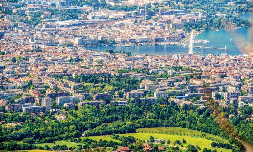 Vue sur Genève depuis le Mont Salève, aussi appelé le Balcon de Genève.