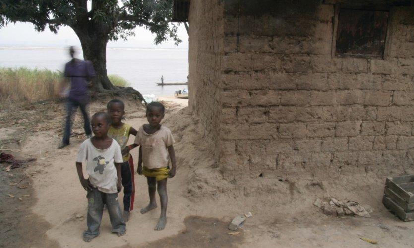 L'île Mbamou.