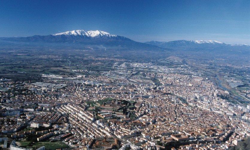Le paysage de Perpignan marqué par le pic du Canigou