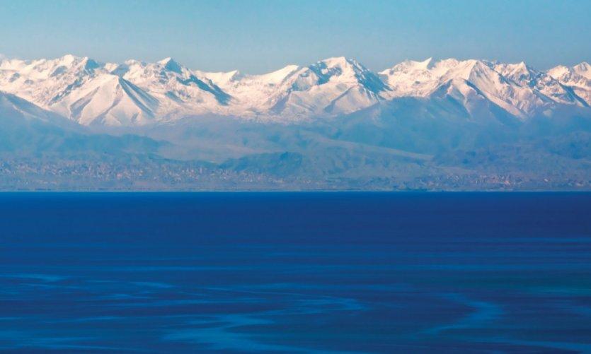 Le lac Issyk-kul, le second plus grand lac alpin du monde.