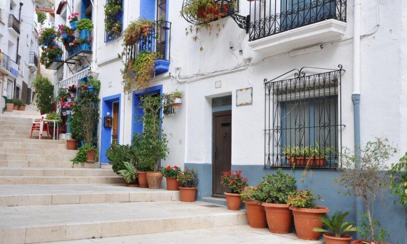 Maisons méditérranéennes typiques à Alicante.