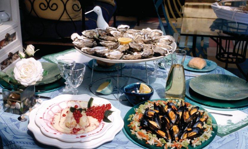 Spécialité de fruits de mer: huîtres et moules