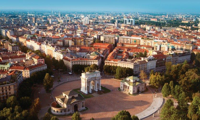 Vue aérienne de Milan et sa Piazza Sempione.