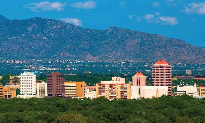 Skyline d'Albuquerque et les montagnes de Sandia en arrière-plan.