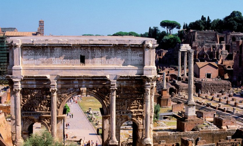 L'arc de Septime Sévère au Forum romain et le Palatin.