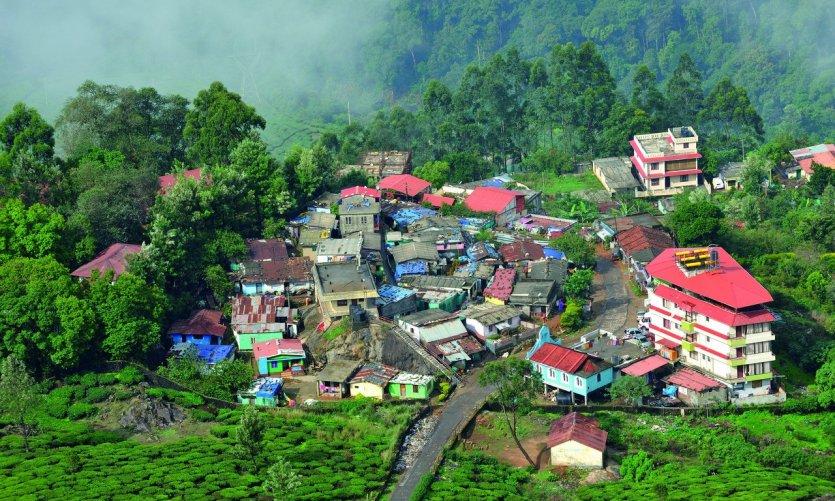 <p>Vue sur la région de Munnar depuis le circuit à travers les plantations de thé</p>