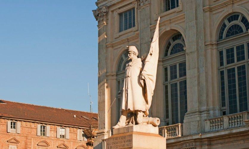 <p>Statue Alfiere dell' Esercito Sardo à Turin.</p>