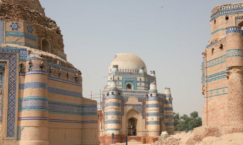 Mausolée soufi en restauraion à Uch Sharif.