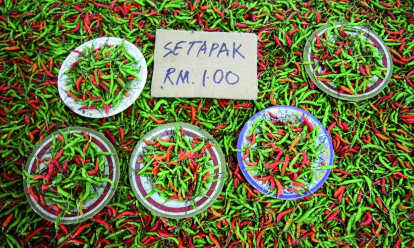 Etalage de piments sur le marché alimentaire de Serian
