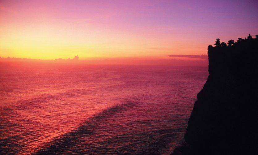 Pura Uluwatu au sommet de son impressionnante falaise.