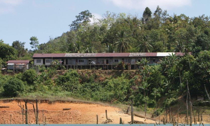 Longhouse sur le lac de Batang Ai
