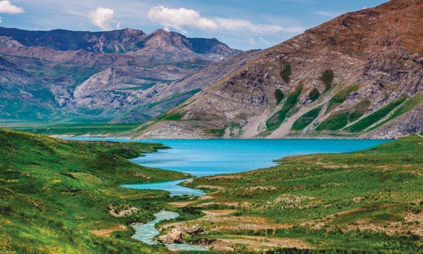 <p>Lac Lar Dam, au pied du Mont Damavand.</p>