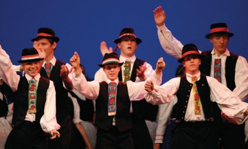 Danse foklorique hongroise.