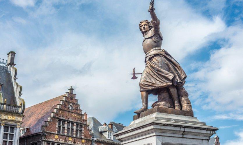 <p>Statue de Christine de Lalaing, Tournai.</p>