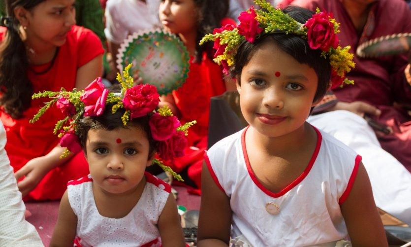 Portrait de deux petites filles lors du Nouvel An bengalais.